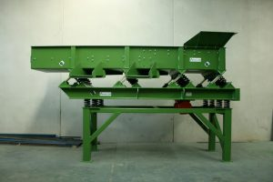 Side view of the vibrating c&d waste screen.