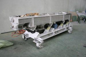 Sealed vibrating screen factory testing.