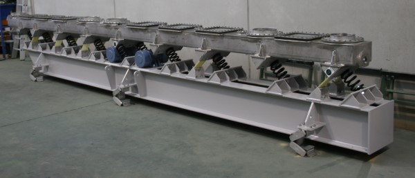 Long Sealed Chemical Conveyor