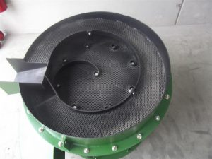 Vibrating screen with a perforated plate.