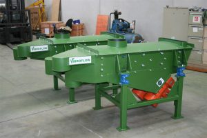 Side view of pilot plant vibrating screen.