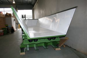 Vibrating feeder with polyurethane liners.